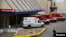 Xe cứu thương bên ngoài bệnh viện Houston Methodist Hospital, Texas (ảnh chụp ngày 22/6/2020)