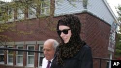 塔梅爾蘭薩納耶夫的遺孀拉塞爾4月29日離開羅德島的一家律師所