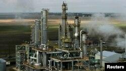 آکسیجن کو ہوا میں موجود دیگر گیسز سے الگ کرنے کے لیے لیے 'فریکشنل ڈسٹیلیشن' کا طریقہ بھی استعمال کیا جاتا ہے۔