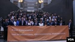 第一屆國際環境伙伴會議出席人士(美國之音鍾辰芳拍攝)