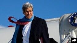 Menteri Luar Negeri AS John Kerry tiba di Munich, Jerman (10/1). (AP/Rick Wilking)