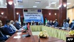 Anggota komisi militer gabungan Libya bertemu untuk melakukan pembicaraan di Ghadames, oasis gurun sekitar 465 kilometer barat daya ibu kota Tripoli, 2 November 2020.