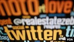 Pengiklan mengincar kalangan demografis anak muda yang rajin mengakses media sosial.