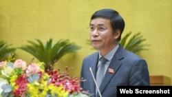 Ông Nguyễn Hạnh Phúc – Chánh Văn phòng Hội đồng Bầu cử quốc gia Việt Nam trình bày báo cáo trước Quốc hội, 25/3/2021. Photo VOV