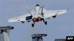 Chiến đấu cơ của Mỹ - F/A-18 Super Hornet cất cánh từ hàng không mẫu hạm USS George Washington trong cuộc thao diễn quân sự Mỹ-Nhật
