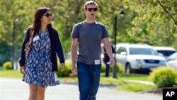 Mark Zuckerberg y su esposa Priscilla Chan donaron casi $1.000 millones.