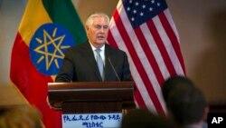 에티오피아를 방문한 렉스 틸러슨 미국 국무장관은 8일 기자회견에서 북한이 아직 협상에서 멀리 떨어져 있다면서, 북한의 비핵화를 이끌어내기 위한 최대압박 캠페인의 중요성을 강조했다.