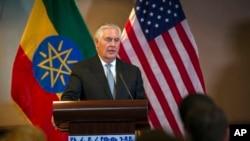 美國國務卿蒂勒森星期四在與非洲聯盟委員會的記者會上。