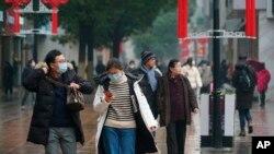 武漢市民採取自我防範措施,預防病毒傳染(2020年1月22日)。