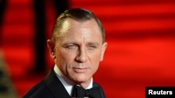 "Actor Daniel Craig arrives for the royal world premiere of the new 007 film ""Skyfall"" at the Royal Albert Hall in London, October 23, 2012."