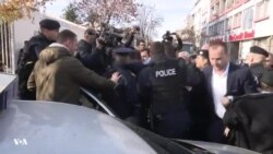 Kosovë, arrestohen tre deputetë të lëvizjes Vetëvendosje