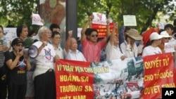 越南抗議人士星期日就南中國海主權爭端向中國抗議的示威活動