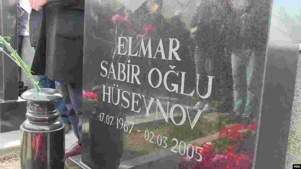 Elmar Hüseynovun məzarı