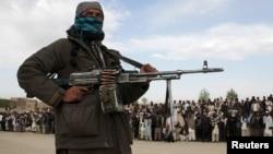 2015年4月18日塔利班武装分子和其他人在阿富汗加兹尼省执行死刑现场