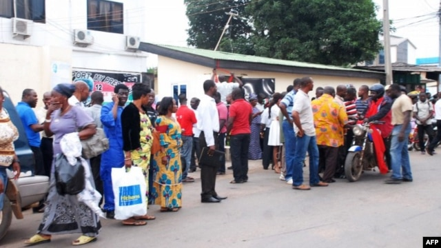 Supporters of Ghana's Ruling National Democratic Congress gather outside the ruling party headquarters in Accra following the death of Ghana's president,July 24, 2012.