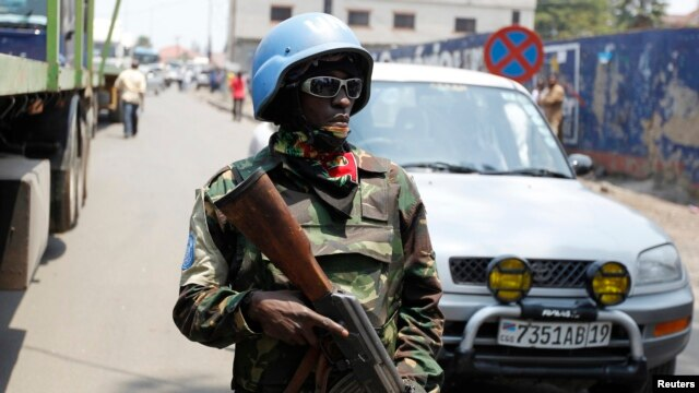 A U.N. peacekeeper patrols near the border crossing point between Rwanda and the Democratic Republic of Congo in Goma, Aug. 29, 2013.