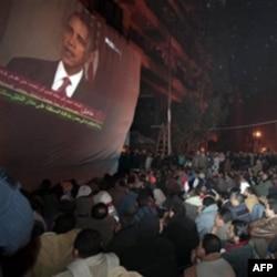 Misr ommasi AQSh rahbari nuqtini tinglamoqda. Barak Obama Husni Muborakni konkret o'zgarishlar qilishga chaqirdi. Odamlarni zo'ravonlikdan tiyinishga undadi.