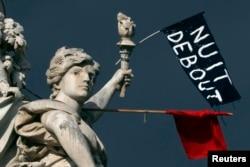 Nuit Debout- Gecə Ayaqda