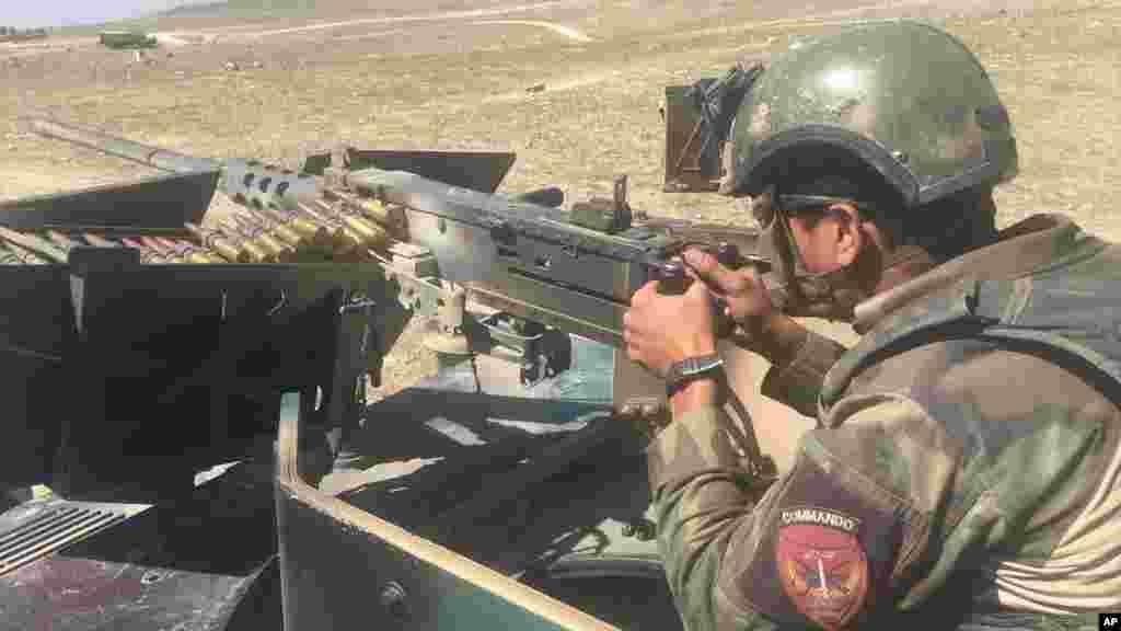 Un militaire afghan monte la garde à Pandola, le 14 avril 2017.