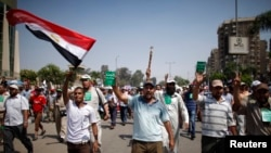 Supporters of deposed Egyptian President Mohamed Mursi march from Raba El-Adwyia square to the Republican Guards headquarters where they believe he is being held by the army in Cairo, July 7, 2013.