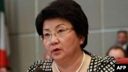 Otunbayeva ichki ishlar tizimini isloh qilishda xorijdan madad so'ramoqda