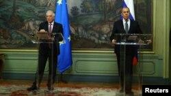 El Ministro de Asuntos Exteriores de Rusia, Serguéi Lavrov, y el jefe de política exterior de la Unión Europea, Josep Borrell, asisten a una conferencia de prensa tras sus conversaciones en Moscú, el 5 de febrero de 2021.
