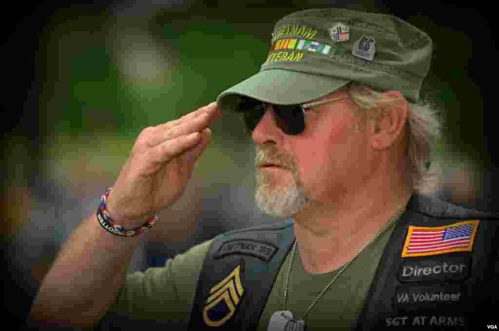Ветеран Вьетнама салютует «Громовому шквалу»