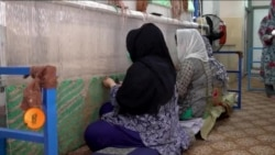 افغان مہاجرین کے لیے قالین بافی کی معاوضے کے ساتھ تربیت