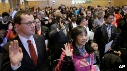 Ceremoni betimi e shtetasve të rinj amerikanë