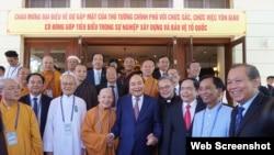 Thủ tướng Nguyễn Xuân Phúc và các chức sắc tôn giáo Việt Nam tại Đà Nẵng 9/8/2019. Photo Chinh Phu