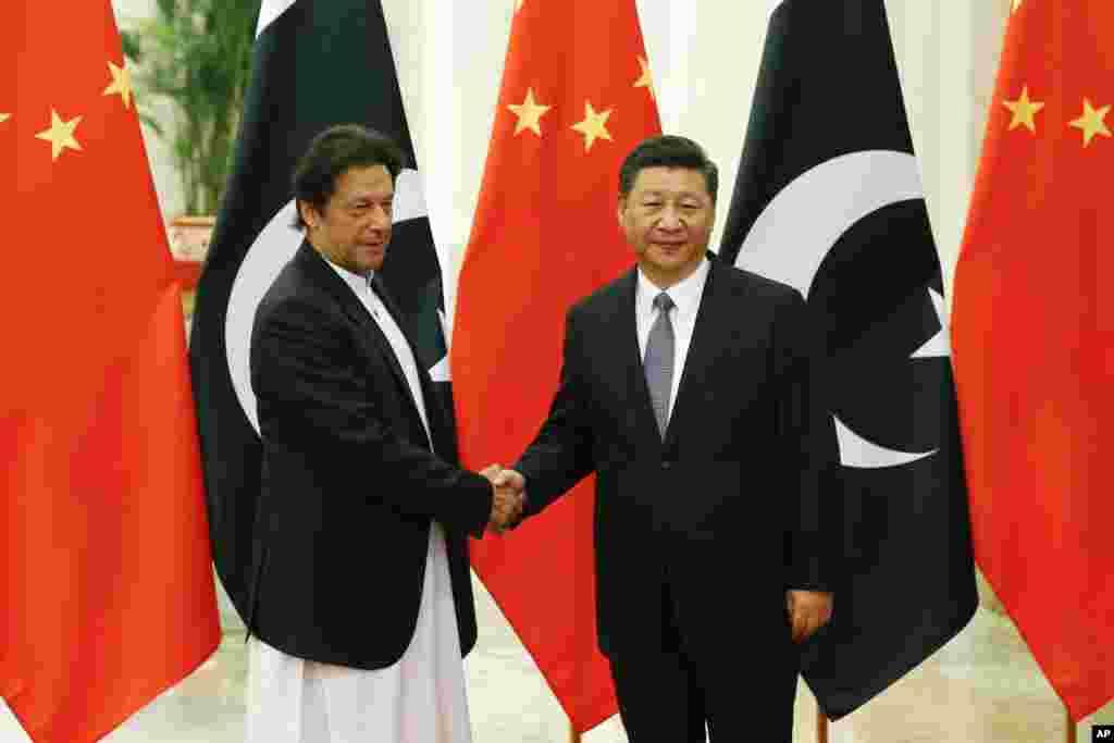 نومبر 2018 میں عمران خان نے چین کا دورہ کیا۔ اس کے نتیجے میں پاکستان کو چین کی طرف سے دو ارب ڈالر کا امدادی پیکج دیا گیا۔