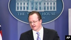 White House spokesman Robert Gibbs (file photo)