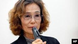 Bà Junko Ishido, mẹ của con tin người Nhật Kenji Goto đang bị nhóm Nhà nước Hồi giáo bắt giữ, phát biểu trong cuộc họp báo ở Tokyo, 28/1/2015.