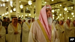 د سعودي لوی مفتی عبدالعزیز الشیخ ایرانیان د زردشتیانو اولاده ګني.