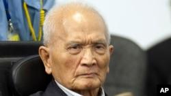 Ông Nuon Chea, 87 tuổi, còn được gọi là 'anh Hai' nói ông cảm thấy 'hối hận sâu sắc' trước các nạn nhân của Khmer Đỏ. Nhưng ông nhấn mạnh rằng ông chưa bao giờ chỉ thị cho các đồng chí cộng sản của ông phạm tội.