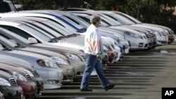 Toyota menarik kembali produksinya dari pasaran dunia karena bahaya kebakaran yang ditimbulkan oleh produksi tombol jendela otomatis (Foto: dok).