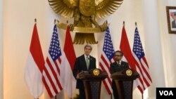 Menteri Luar Negeri AS John Kerry dan Menteri Luar Negeri Marty Natalegawa di Jakarta. (VOA/Andylala Waluyo)
