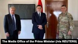 Komandan Komando AS di Afrika (AFRICOM), Jenderal Stephen Townsend (kanan), bersama Perdana Menteri Libya Fayez al-Serraj dan Duta Besar AS untuk Libya, Richard Norland, di Zuwara, Libya, 22 Juni 2020. (Foto: Kantor Perdana Menteri Libya via Reuters)