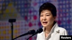 លោកស្រីប្រធានាធិបតីកូរ៉េខាងត្បូង Park Geun-hye ថ្លែងសុន្ទរកថាក្នុងពិធីអបអរសាទរខួបនៃចលនាឯករាជ្យឆ្នាំ១៩១៩ ប្រឆាំងការត្រួតត្រារបស់ជប៉ុន នៅក្នុងក្រុងសេអ៊ូល កាលពីថ្ងៃទី១ ខែមីនា ឆ្នាំ២០១៦។