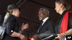 Secretary of State Hillary Clinton greets Kofi Annan and his wife Nane Lagergren at the funeral of Ghana President John Atta Mills, in Accra, Ghana, August 10, 2012.