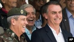 Jair Bolsonaro, Presidente brasileiro (dir) com o ministro da Casa Civil, Braga Neto