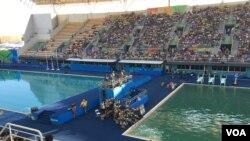 里約奧運兩個賽池中水的顏色明顯不同