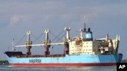 Angola volta a reter cargueiro americano, depois de o autorizar a partir