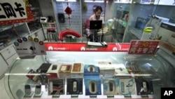 北京商店裡銷售華為的網絡產品(資料照)