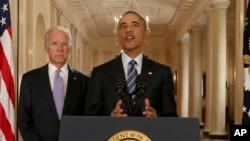 바락 오바마 미국 대통령(가운데)이 14일 백악관에서 이란 핵 협상 타결에 관한 입장을 밝히고 있다. 왼쪽은 조 바이든 부통령.