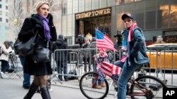 En diciembre pasado el alcalde de Nueva York, Bill de Blasio, solicitó al Gobierno federal que se hiciera cargo de los altos costes que ha supuesto para la ciudad ofrecer protección a Trump y su familia.