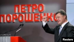 Ukrainian businessman, politician and president-elect Petro Poroshenko gestures to supporters in Kyiv May 25, 2014.