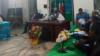 Le porte-parole du gouvernement, Issa Tchiroma, au cours d'une conférence de presse lundi soir à Yaoundé, le 18 décembre 2017. (VOA/Emmanuel Jules Ntap)