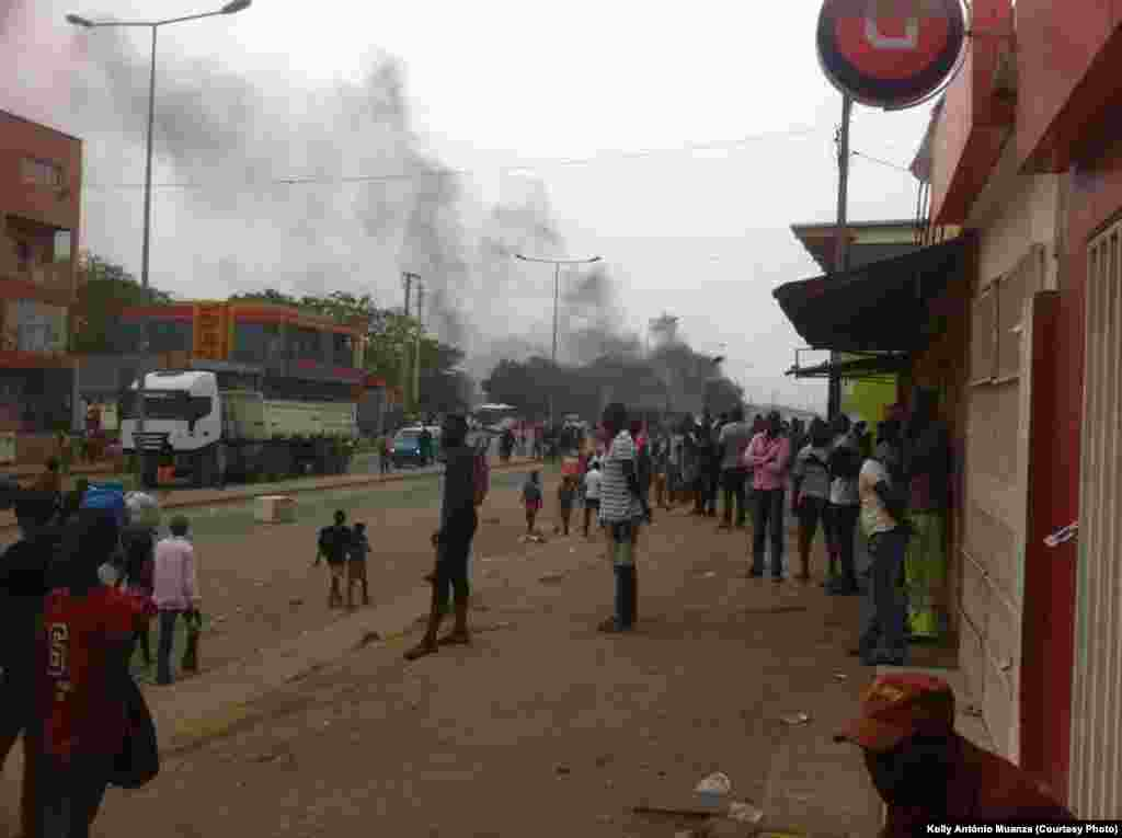 Greve taxistas em Luanda, Hoji Ya Henda Mabor General, foto de Kolly António Muanza. Luanda, Angola, 5 Out. 2015