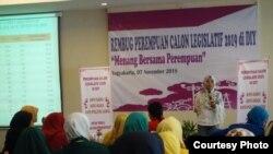 """Sekitar seratus caleg perempuan menghadiri acara """"Menang Bersama Perempuan"""" di Yogyakarta, 7 November 2018. (Foto: IDEA)"""